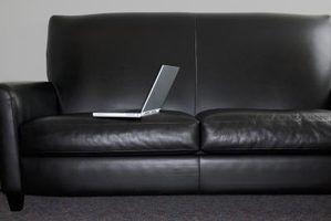 É seguro usar água sanitária em um sofá de couro?