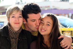 Os direitos das crianças adotadas resolver seus pais adotivos e biológicos.