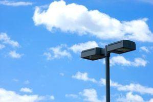 Os requisitos mínimos para iluminação de estacionamento