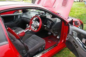 Quais são os materiais assentos de carro geralmente feito de?