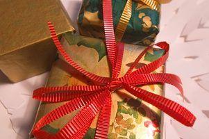 Natal de papel decoram a árvore de ideias