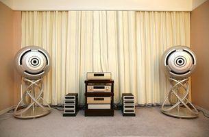 A Peavey CS 400 pode ser usado como parte de um sistema de som estéreo doméstico.