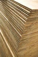 Madeira compensada e painéis de partículas são usados para construir prateleiras e armários.