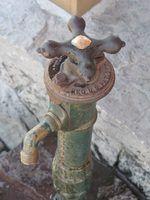 Bem bombas mover a água da sua localização no poço para um tanque de retenção e para fora através de uma bica de água.