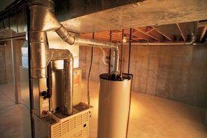 Uma bomba de água quente circula água quente do aquecedor de água para tubos e vice-versa.