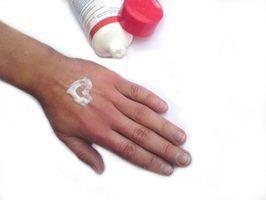 Os produtos que passam através da pele para hidratar-lo