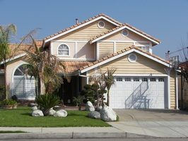 Prós e contras de venda de imóveis em leilão