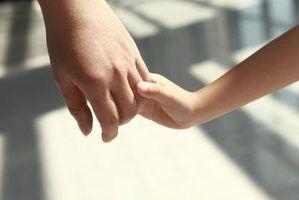 Prós e contras de crianças adotadas reuniões seus pais biológicos