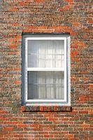 Razões pelas quais janelas de uma casa não vai fechar, bloqueio