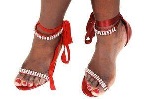 Sandálias que amarrar sua perna