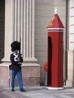 Os guardas de segurança precisa do equipamento certo para se proteger, e que eles`re guarding..