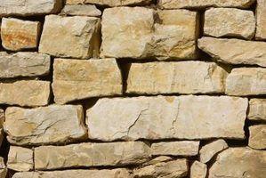 Imitar a aparência e textura da pedra real com um verniz de pedra leve.