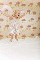 Papel de parede floral rosa pode ser a opção ideal para muitas meninas` rooms.
