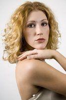 Os melhores cortes de cabelo para cabelo encaracolado de comprimento médio