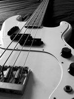 As diferenças entre o baixo e guitarras elétricas