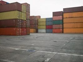 Os tipos de contentores diferentes usados no comércio global