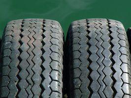 O motivo para a substituição de dois pneus, em vez de um