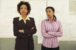 Dicas sobre como lidar com colegas de trabalho negativas