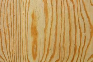 Há uma variedade de madeira compensada e outros painéis de madeira para uso exterior.
