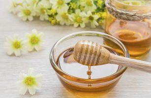 Utensílios utilizados para mergulhar mel