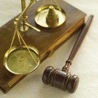 Quais são os meus direitos legais como ré em uma ordem de proteção?