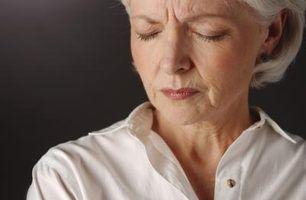 Quais são os sinais de desequilíbrio hormonal em mulheres com mais de 50 anos?