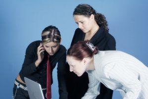Quais são alguns dos obstáculos para o trabalho em equipe eficaz?