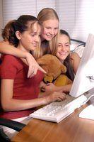 Quais são as diferenças entre salas de chat e fóruns?