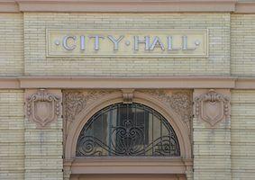 Quais são os deveres de um prefeito da cidade?