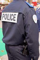 A polícia local fazer cumprir a lei em suas próprias cidades e vilas.