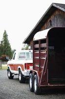 Quais são os requisitos placa em wisconsin por um caminhão claro que puxa um reboque?