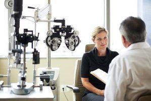 Quais são as responsabilidades de um oftalmologista?