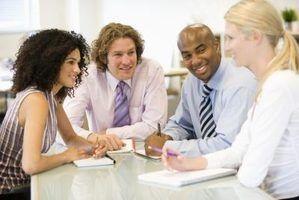 Quais são os papéis em uma equipe de marketing?