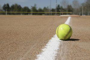 Quais são os três tamanhos de bolas que são usados em softball?