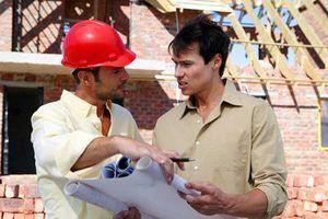 O que posso fazer se o meu construtor de casa se recusa a corrigir problemas?