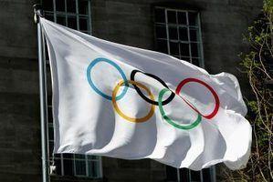 O que os cinco sinais olímpicos na bandeira simbolizam?