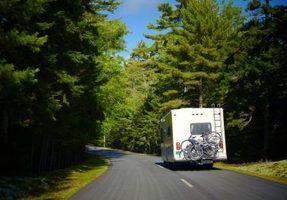 Qual é a diferença entre um trailer e um motorhome?
