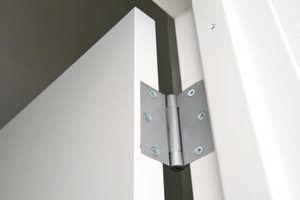 Que tipo de parafusos são para dobradiças da porta?
