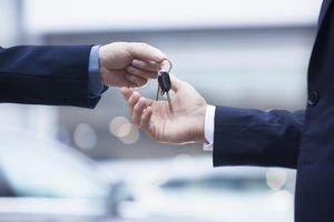 Que perguntas devo fazer ao comprar um carro novo?