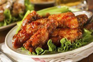 O lados para comer com asas de frango?
