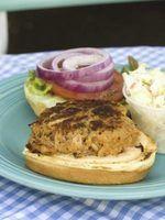 O que especiarias deve ser usado em grelhar hambúrgueres?