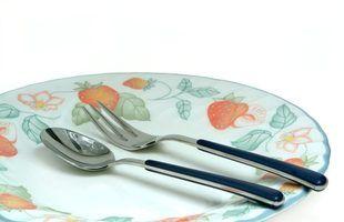 Que tipo de utensílios de cozinha e pratos não são seguros?