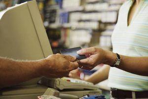 Quanto tempo contas cobradas-off permanecer em seu relatório de crédito?