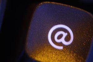 Por que é o símbolo @ em endereços de e-mail?